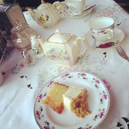 Just Grand! Vintage Tearoom: Lovely Tea!