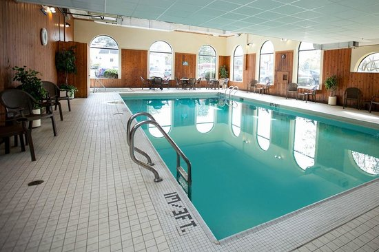 Best Western Truro - Glengarry: Indoor and outdoor seasonal swimming pools