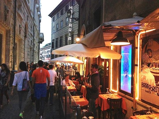 Pub Cuccagna: Typical sidewalk bar/restaurant right near the Pantheon. A little oasis in the heavy foot traffi