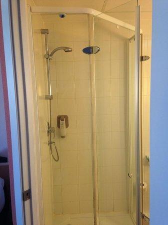 Hotel ibis Malaga Aeropuerto Avenida Velazquez: Vista general de la ducha
