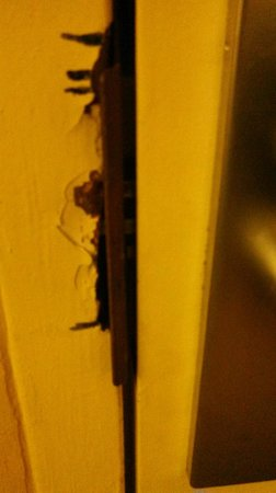 Inn at the Peachtrees: Damaged door frame