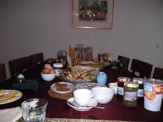Maes B & B: comedor donde se sirve el abundante desayuno