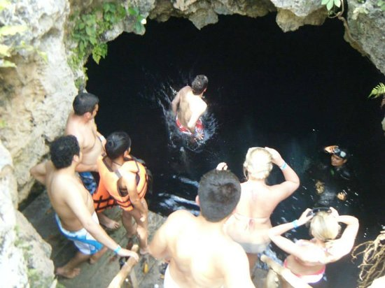 Cenote de 7 bocas : Jumping in