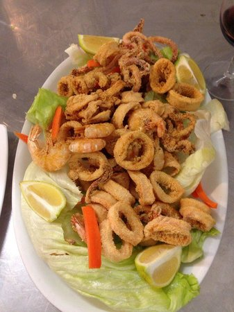 Il Viale : Deep fried squid and prawns