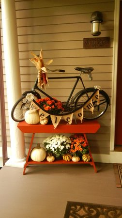 Inn at Twaalfskill: Welcoming Fall Decor