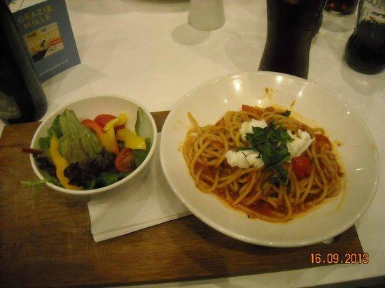 Ask Italian - London - Gloucester Arcade: Prato 1/2 massa com salada