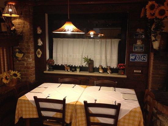 Il Picchio Allegro : Tavolo sala camino
