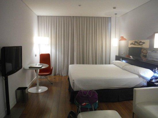 Habitaci n completamente insonorizada fotograf a de axor for Precio habitacion hotel