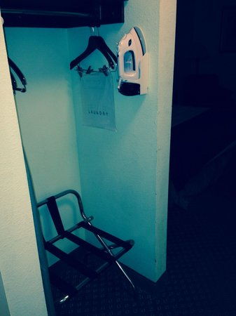Holiday Inn Express and Suites Scottsburg: Open closet. Ancient ironing board but ok iron