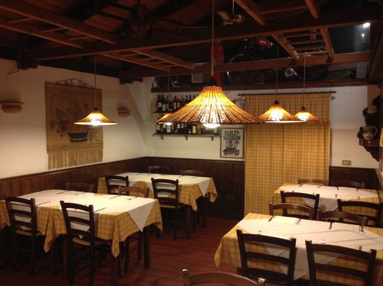 Il Picchio Allegro : Tavoli sala camino