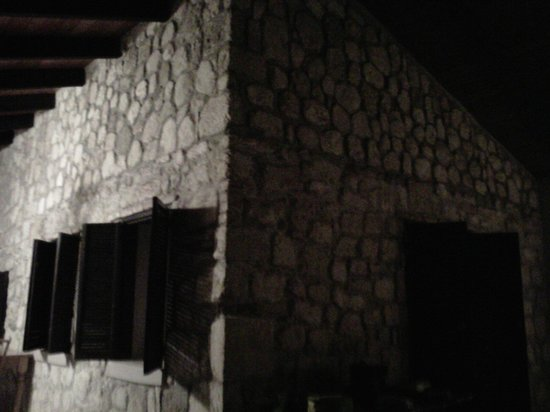 Northside Valley: Original walls of Shepperds Hut
