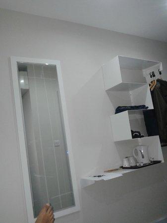 Best Western London Peckham Hotel : specchio e poggia vestiti