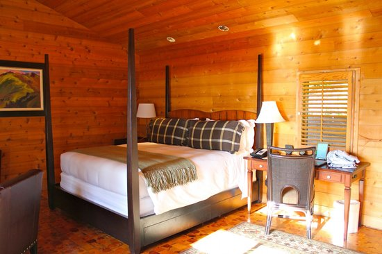 Ventana Inn & Spa: The Bedroom