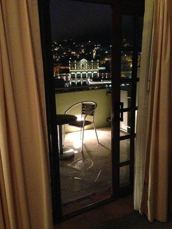 Casa Torres Hotel: Vista desde el balcón, de noche es mucho mejor que de día (no se ven los tinacos, cables, tubos)