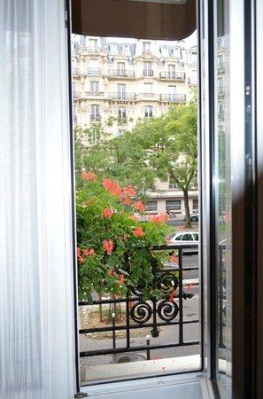 Lux Hotel: Vista do quarto, 1o andar.