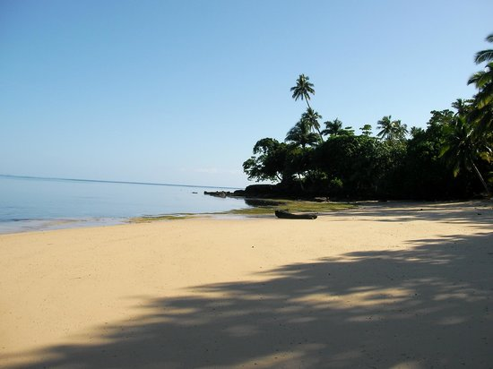 Matangi Private Island Resort: The beach, steps away from our Bure.
