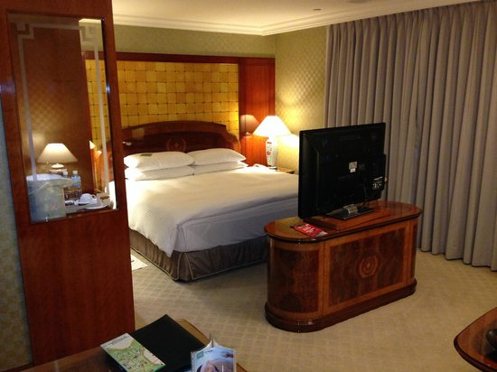 Evergreen Laurel Hotel: Large room with sitting area (not seen here)