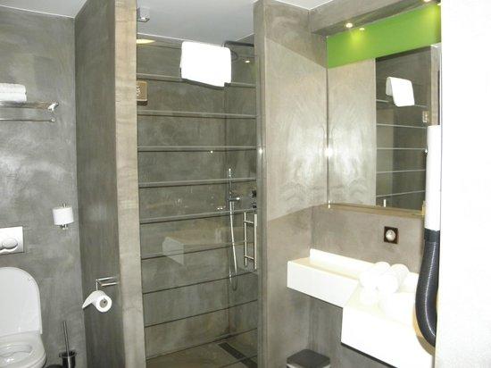 Le Merceny Motel : Bathroom Room #7