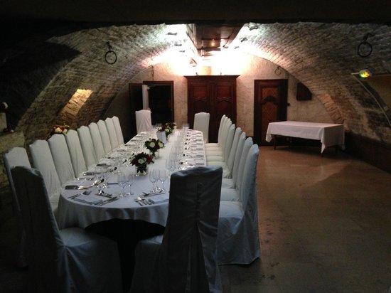 Maison Philippe le Bon : Table de mariage dans caveau
