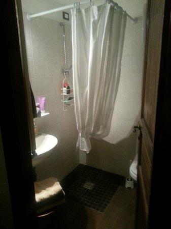 Il Giardino di Giulia : Marcello room bathroom - small, but perfectly formed!