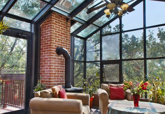 Thorwood Rentals and Retreats: Treetop Solarium in the Penthouse