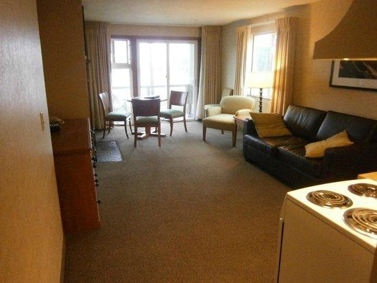 ذا واي سايد إن: Living area in room 209
