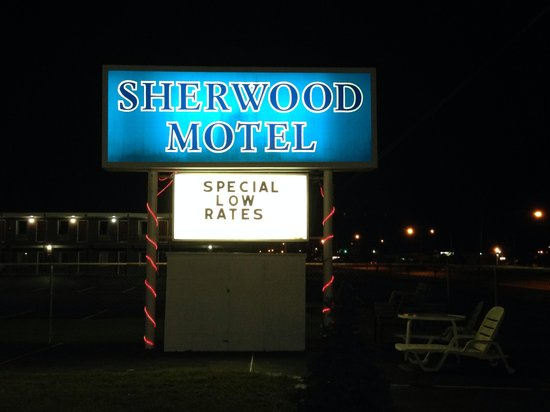Sherwood Motel: Motel sign