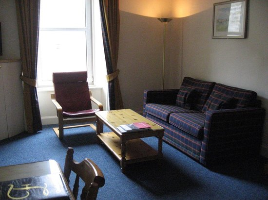 Fountain Court Apartments - Morrison: Lounge
