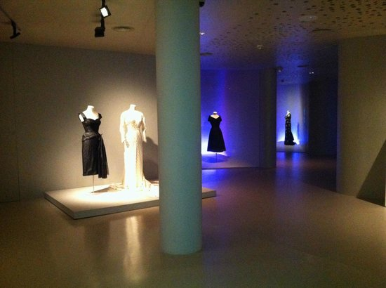Museo Cristóbal Balenciaga: The actual gowns in brilliant displays