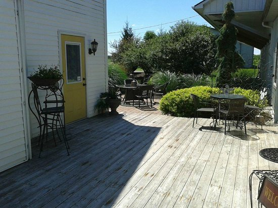 Whyte Horse Winery: Deck