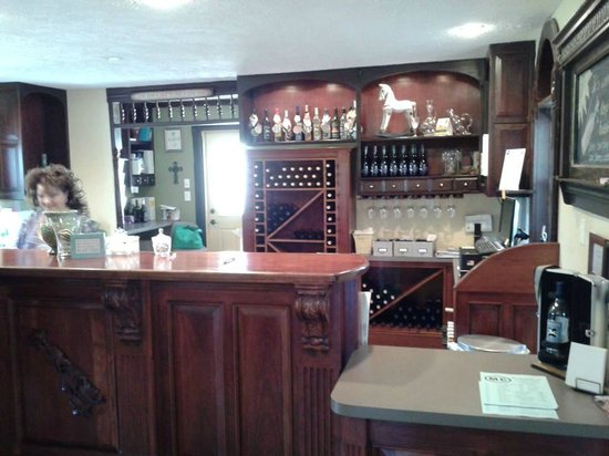 Whyte Horse Winery: Inside: Main Counter