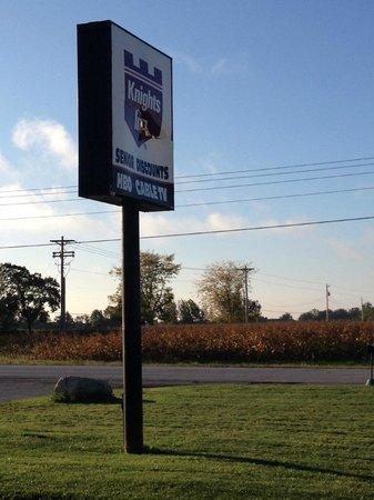 Interstate Motel - Rensselaer: The sign is broken