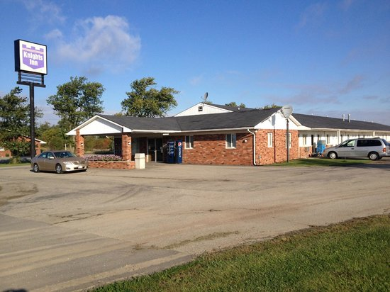 Interstate Motel - Rensselaer : The outside of the property