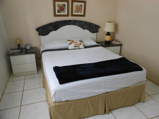 Big Fish Cafe and Guesthouse: double room with shared bathroom