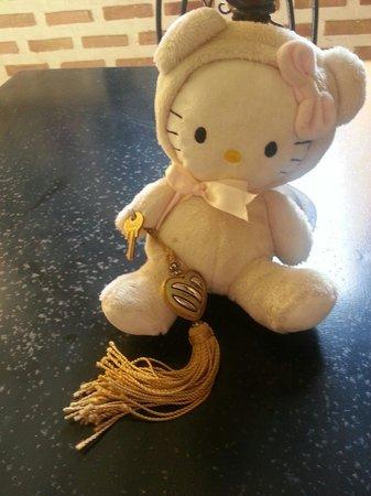 Riad Soleil d'Orient: la clef de la chambre avec la peluche a notre fille :-)