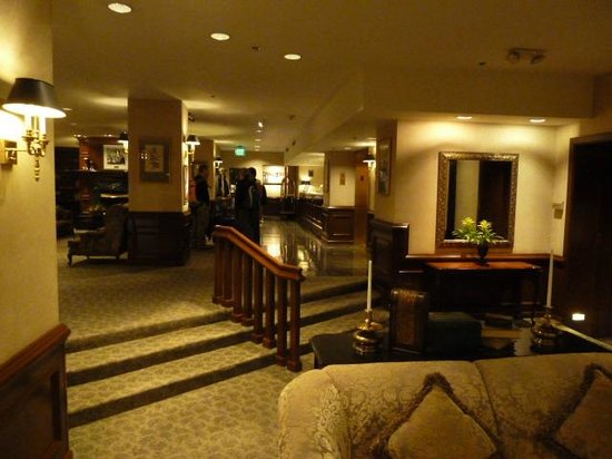 The Roosevelt Hotel: Foyer and day lounge