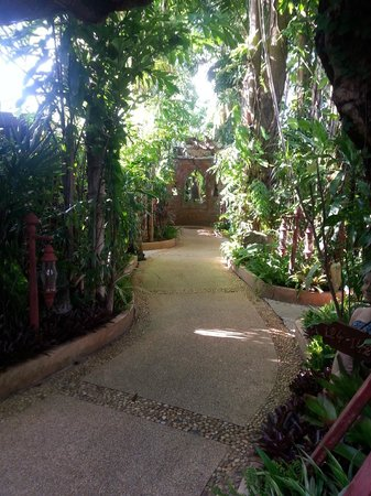 Sawasdee Village: gardens