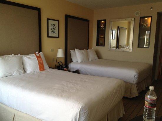 Loews Santa Monica Beach Hotel : Spacious Room