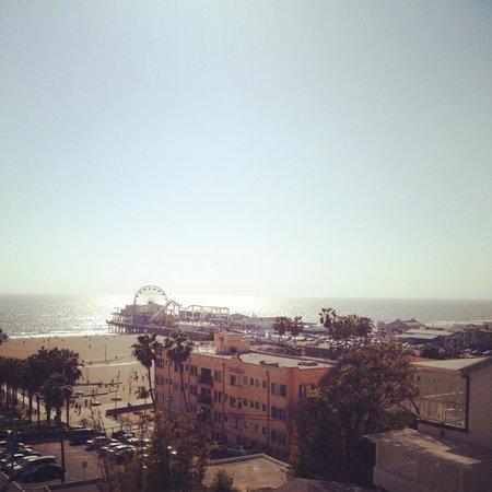 Loews Santa Monica Beach Hotel: View of Santa Monica Pier