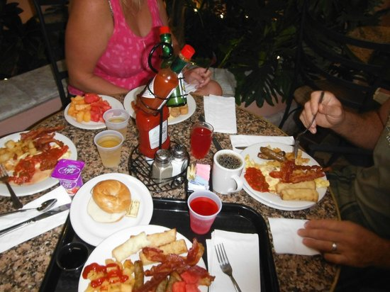 Embassy Suites by Hilton Fort Lauderdale 17th Street: free breakfast