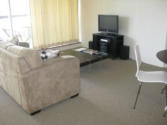 Spring Hill Centrepoint : Lounge room in executive apartment