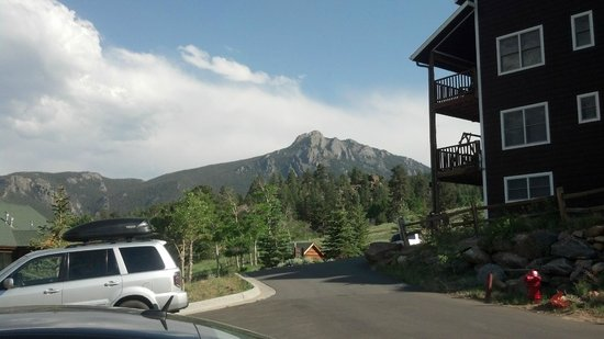 Mary's Lake Lodge Mountain Resort and Condos: another view