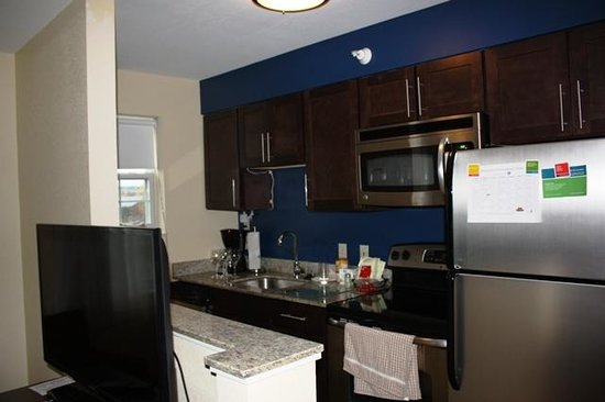 TownePlace Suites Burlington Williston: kitchen