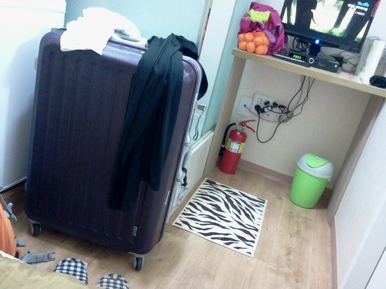 Guest House Myeongdong: Rest of the room