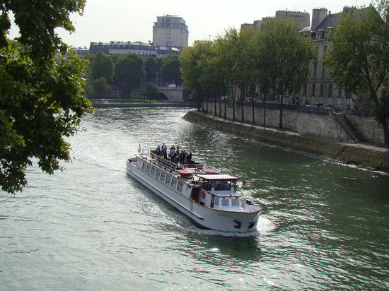 Hotel Bastille Speria : THe River Seine in Paris