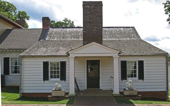 James Monroe's Highland: Only the white painted structures goes back to Monroe