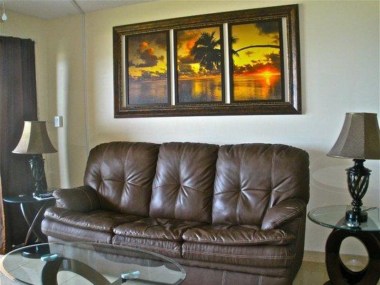 Paradise Beach Club: Comfy leather sofa
