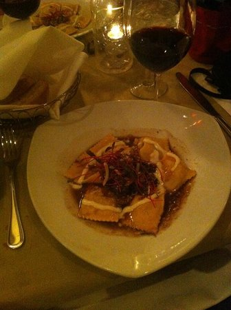 Osteria d'Assisi: The pasta course with wine