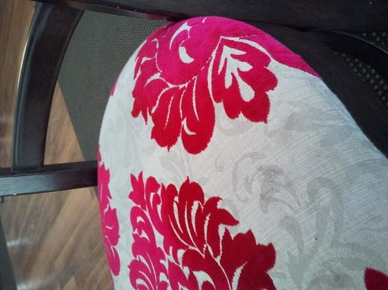 Cafe Bliss: Check out the chair upholstery, so pink. Its great and OH! So comfey