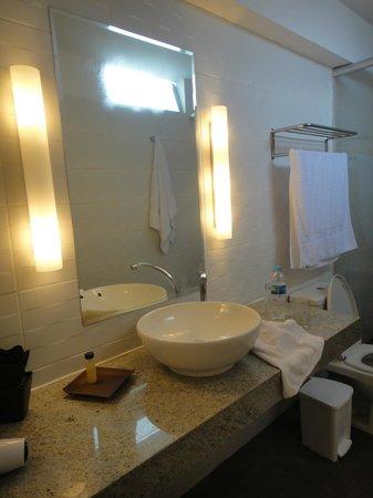 Tierra Viva Miraflores Larco: Bathroom in Room 505